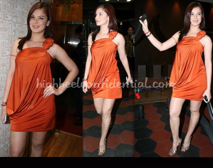 one-fitness-gym-and-spa-launch-urvashi-sharma