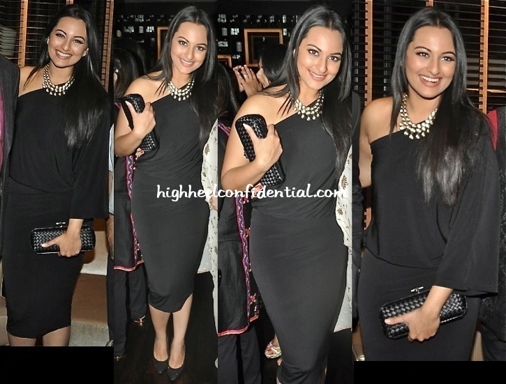 sonakshi-sinha-at-shatrugan-sinha-hosted-dinner-for-ambani-hospital-doctors