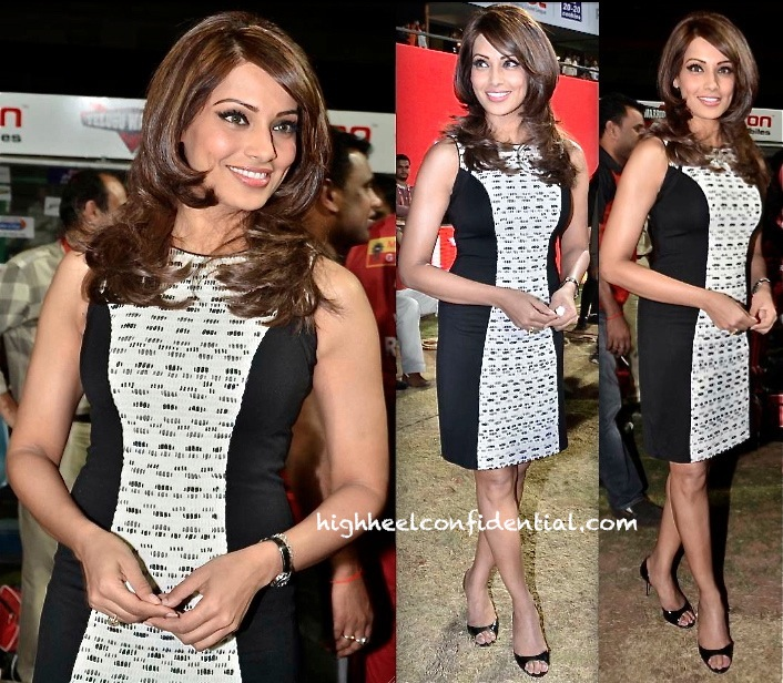 Bipasha Basu In Rohit Gandhi and Rahul Khanna At A CCL 3 Match