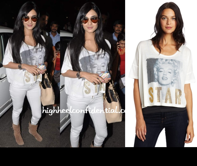 sonal-chauhan-awake-couture-marilyn-star-top-mumbai-airport