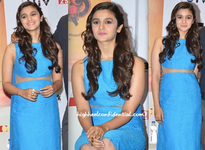 Alia Bhatt In Rohit Gandhi + Rahul Khanna At '2 States' Book Launch-2