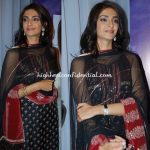 sonam-kapoor-raveena-album-launch