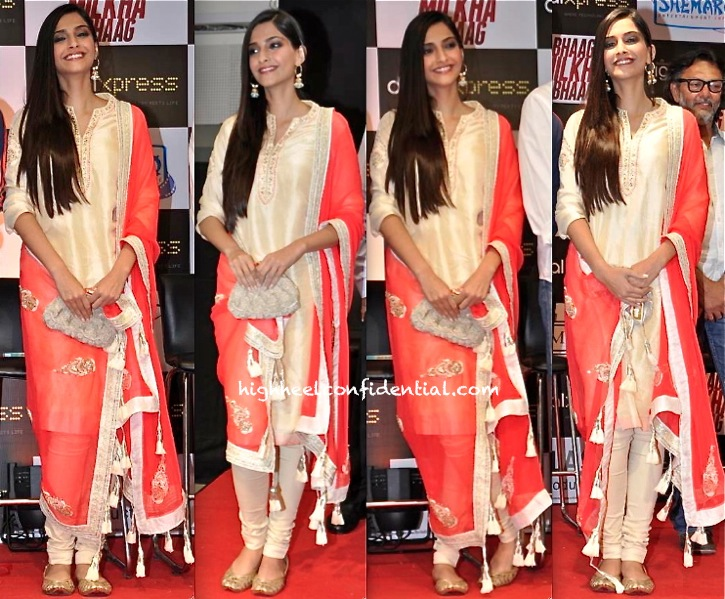 Sonam Kapoor In Nikasha At Bhaag Milkha Bhaag DVD Launch-1