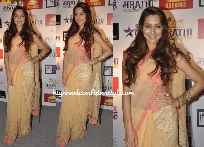 anusha-dandekar-falguni-shane-peacock-marathi-awards-2013