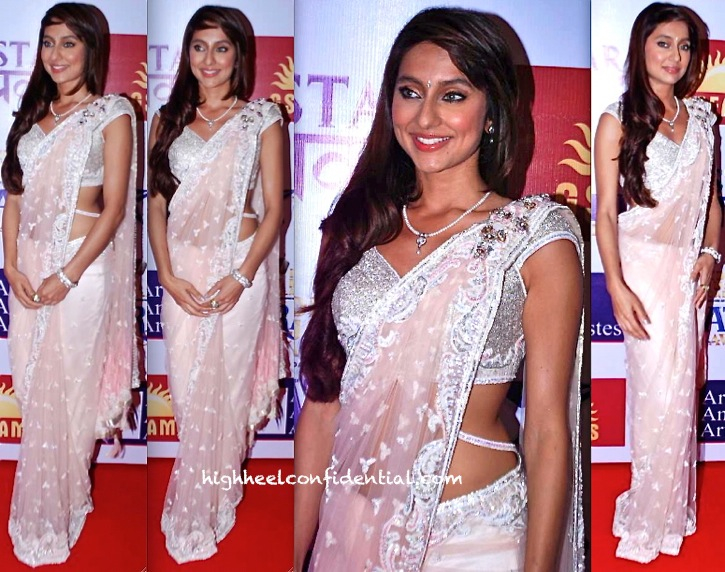anusha dandekar in falguni and shane peacock sari at  Marathi Music Awards
