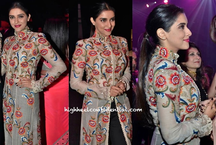 Asin In Anamika Khanna At Masala Awards 2013-2