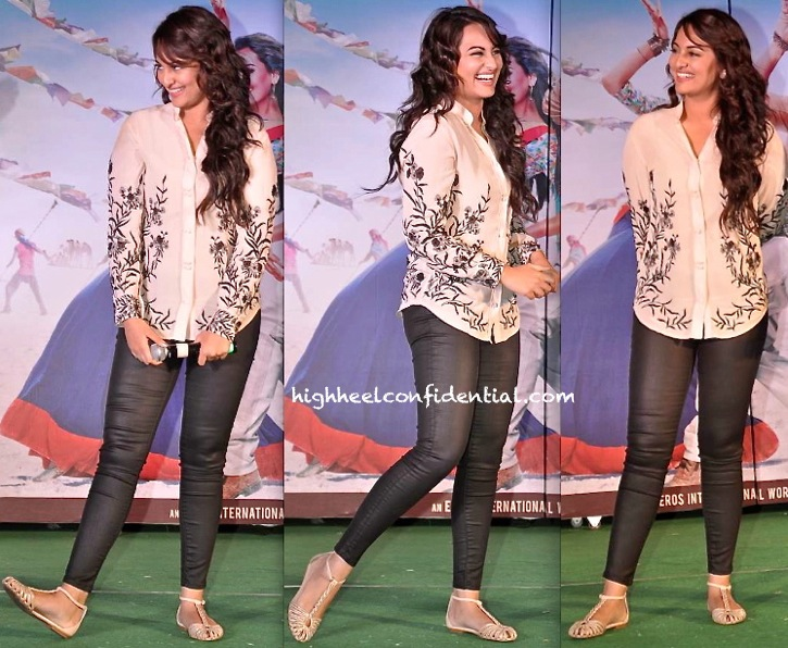 Sonakshi Sinha In Shehlaa At A 'R… Rajkumar' Promotion