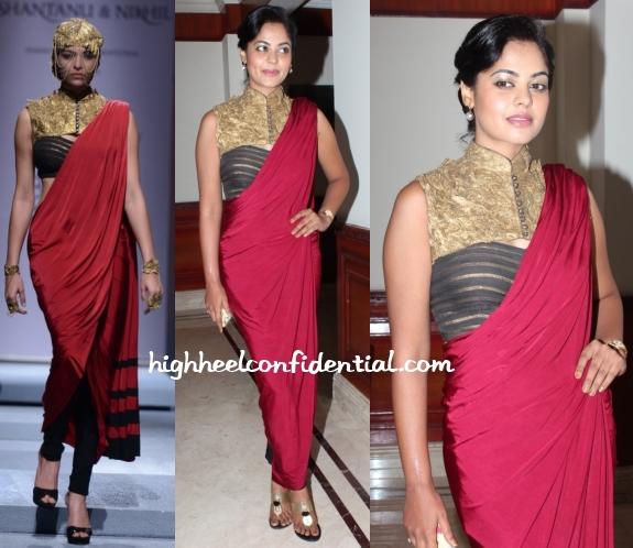 bindu-madhavi-v4-entertainers-awards-2013-shantanu-nikhil