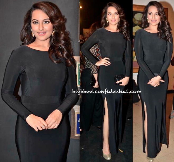 Sonakshi Sinha At Neeraj Goswami's Art Exhibition