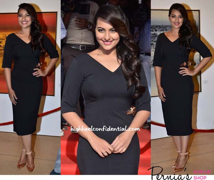 Sonakshi Sinha In Nikhil Thampi And Emporio Armani At Prafulla Dahanukar's Retrospective At Jehangir Art Gallery-1