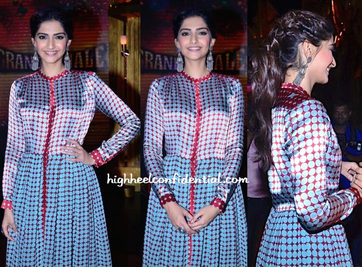 Sonam Kapoor (In Dev R Nil) Promotes 'Khoobsurat' On 'Entertainment Ke Liye Kuch Bhi Karega' Sets-2