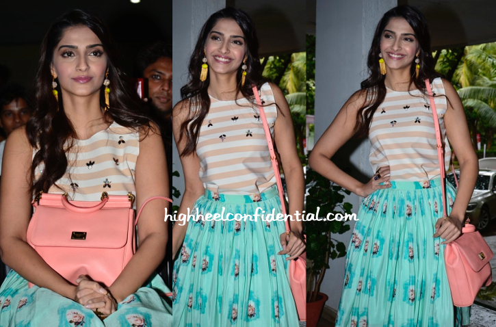 Sonam Kapoor In Zara And Nisha Sainani At Navbharat Times Samvaad-2