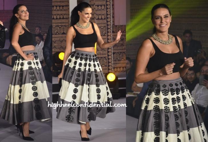 neha-dhupia-urvashi-joneja-express-femina-style-diva-1
