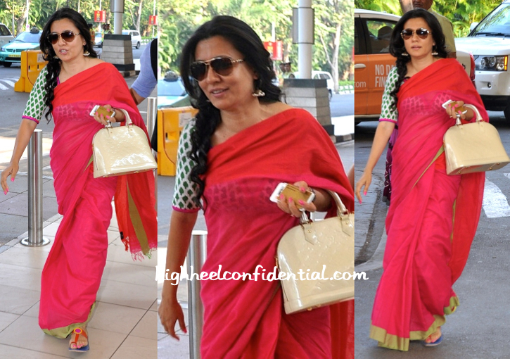 Mini Mathur Photographed At The Airport-2