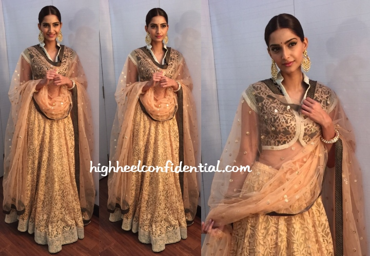 sonam-kapoor-kotwara-dance-india-dance-dolly-doli-promotions