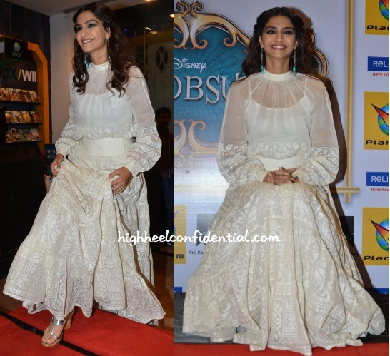 sonam-kapoor-payal-pratap-khoobsurat-dvd-launch-1