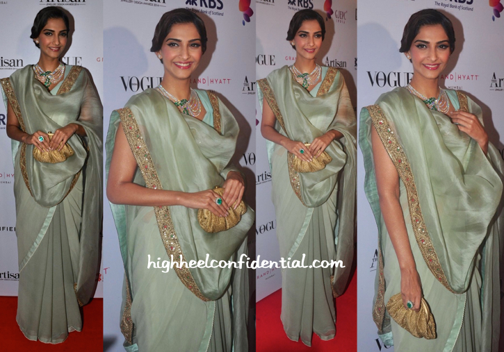 Sonam Kapoor In Anamika Khanna At GJEPC Artisan Awards 2015-2