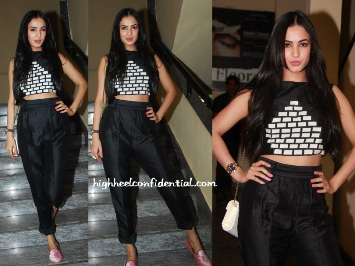 sonal-chauhan-urvashi-joneja-badlapur-screening