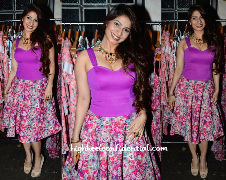 Tanishaa Mukerji In Nisha Sainani At The Designer's Collection Preview