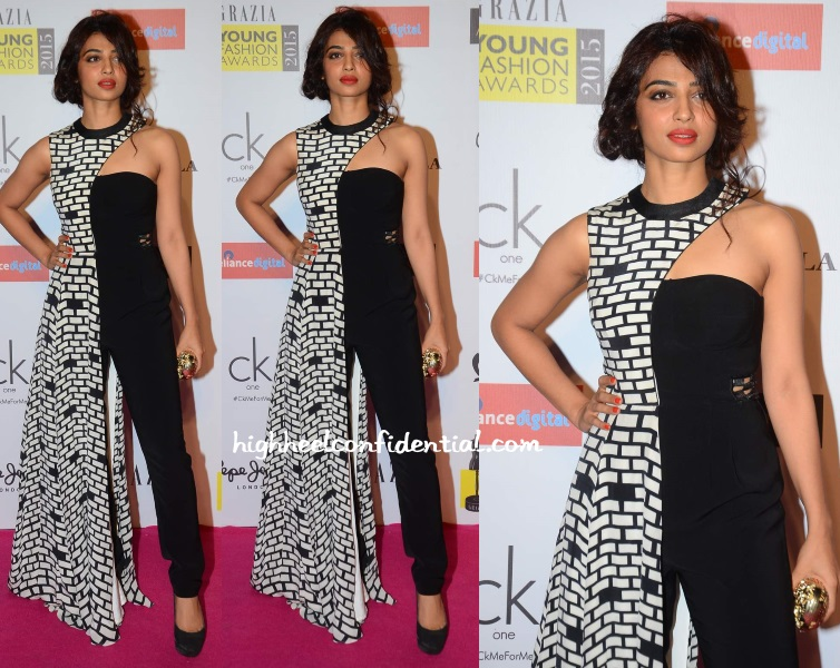 radhika-apte-urvashi-joneja-grazia-young-fashion-awards-2015