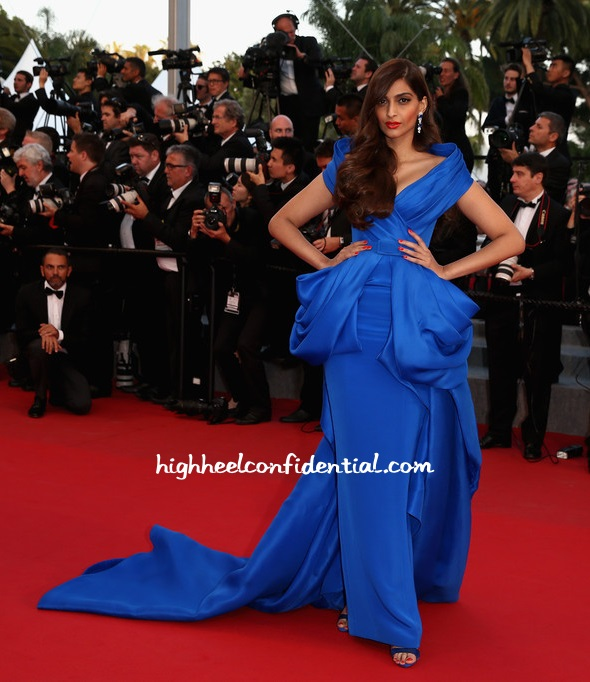 sonam-kapoor-ralph-russo-cannes-2015-sea-trees-premiere
