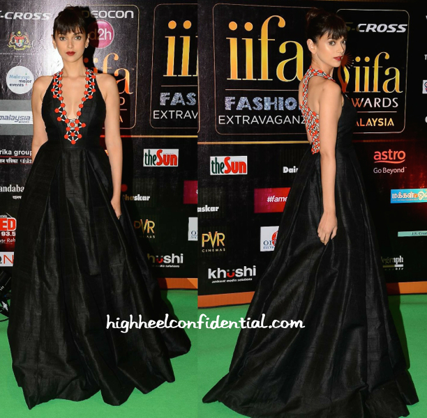 Aditi Rao Hydari In Urvashi Joneja At IIFA Fashion Extravaganza 2015-1