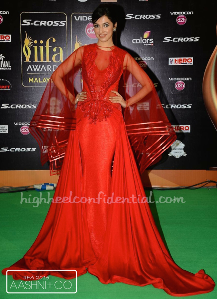 Divya Khosla Kumar In Amit Aggarwal And Gehna Jewellers At IIFA 2015-1