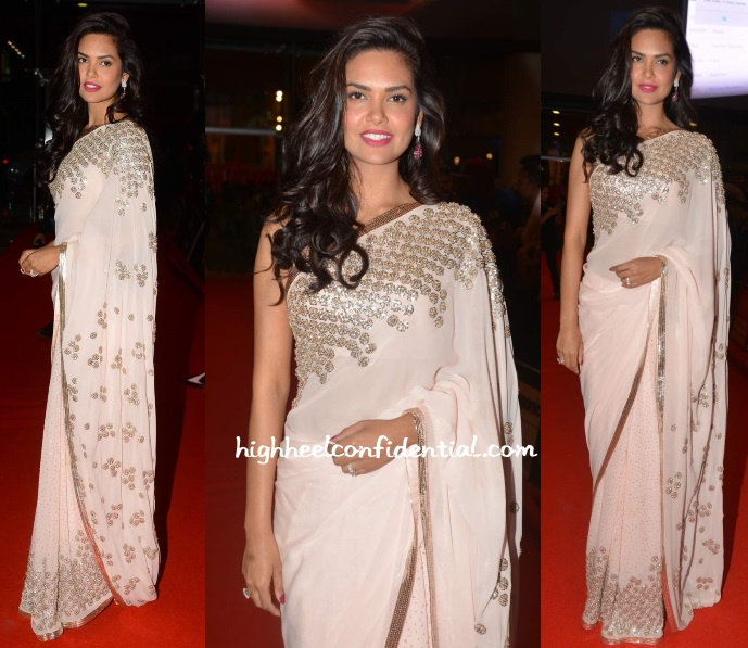 esha-gupta-manish-malhotra-siima-2015-day-two