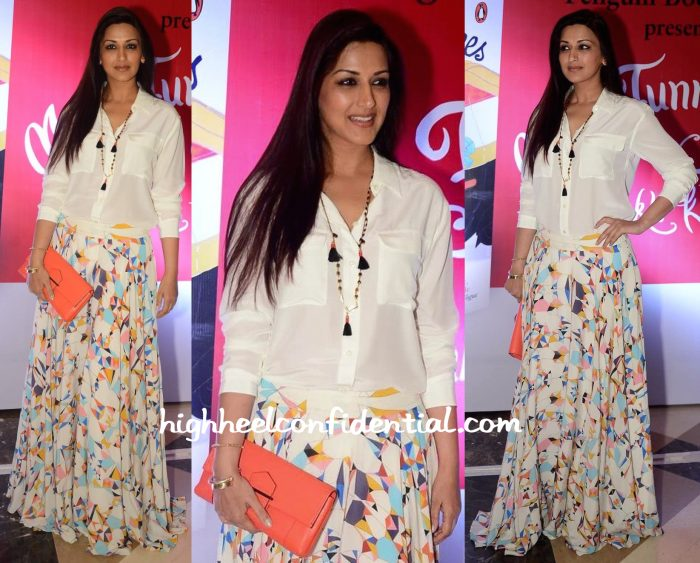 sonali bendre at twinkle khanna book launch-2