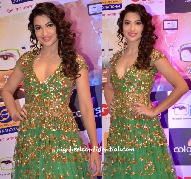 Gauahar Khan In Astha Narang At Gr8! Women Awards 2015-1