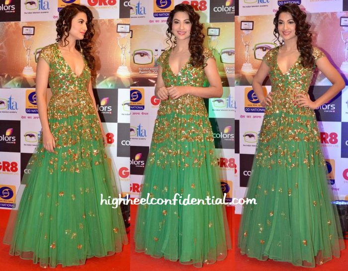 Gauahar Khan In Astha Narang At Gr8! Women Awards 2015-2