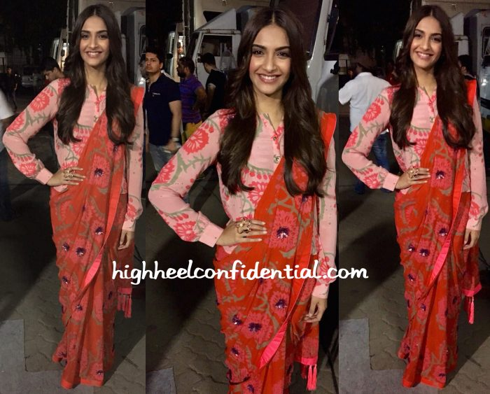 Sonam Kapoor In Anupamaa And Vinita Michael At Prem Ratan Dhan Payo Promotions
