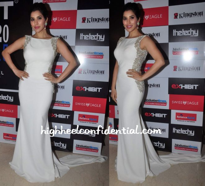 Sophie Choudry Wears Sonaakshi Raaj And Farah Khan Ali Fine Jewelry To Exhibit Tech Awards 2015-1
