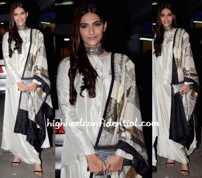 Sonam Kapoor Wears Anamika Khanna To Bajirao Mastani Screening-1