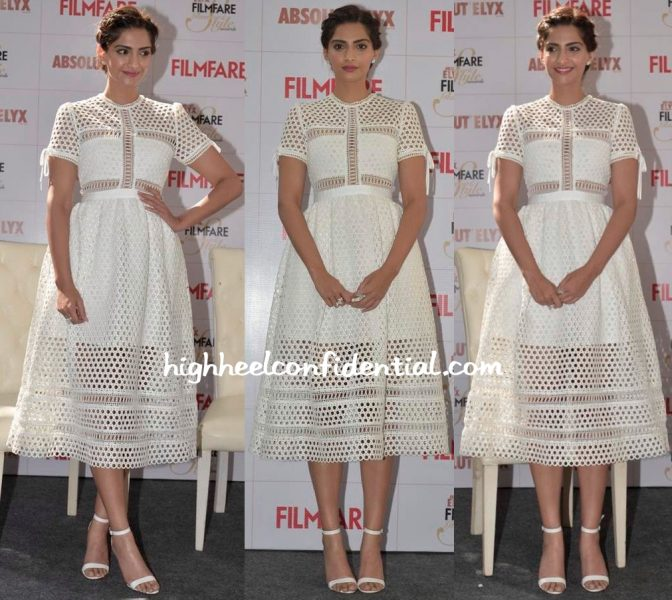 sonam kapoor filmfare magazine issue launch-self portrait-2