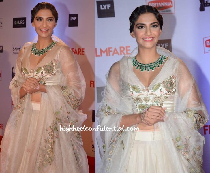 sonam-kapoor-anamika-khanna-filmfare-awards-2016-1