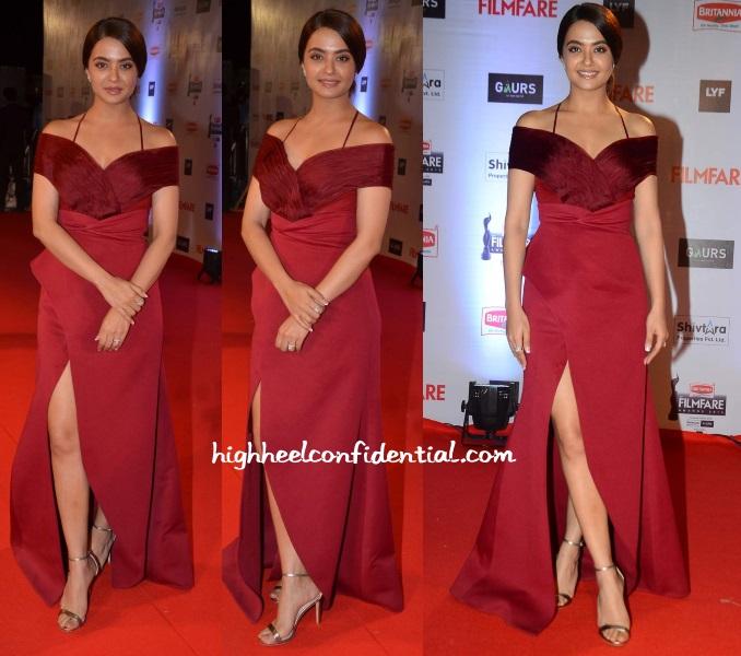 surveen-chawla-shivani-awasthy-filmfare-awards-2016