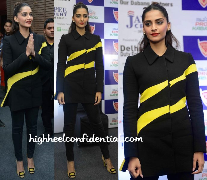 Sonam Kapoor In Dior At A Pro Kabaddi Match In Delhi-2
