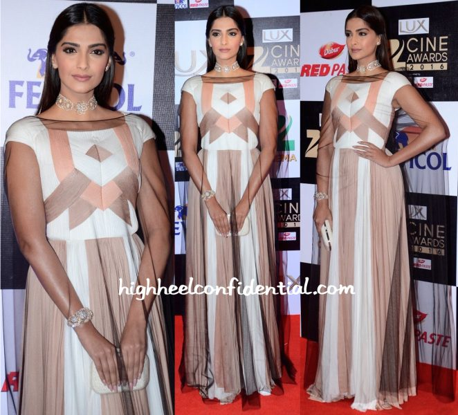 Sonam Kapoor In Vionnet At Zee Cine Awards 2016-1
