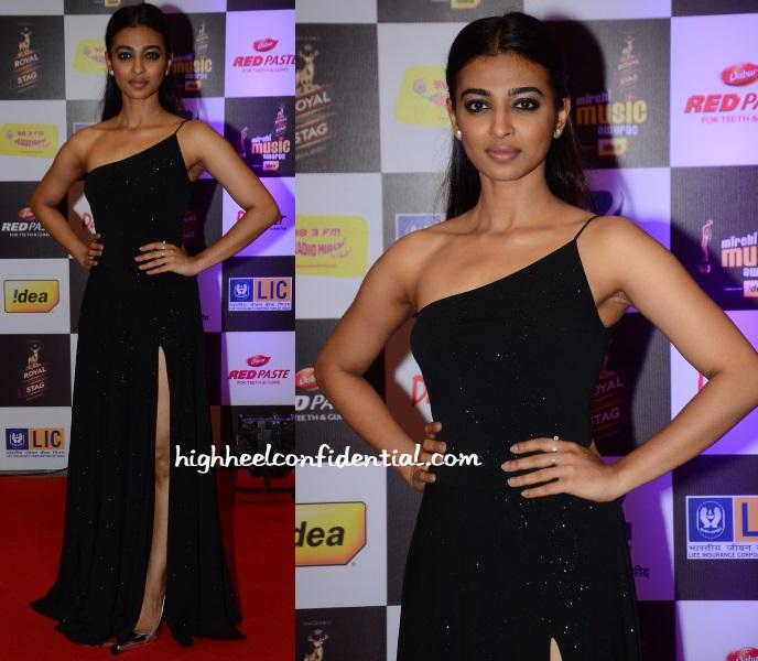 radhika-apte-monisha-jaising-mirchi-music-awards-2016