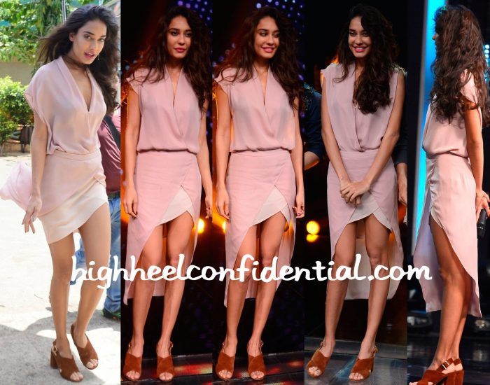 Lisa Haydon Wears Mason By Michelle Mason To Sa Re Ga Ma Pa Sets For Housefull 3 Promotions-1
