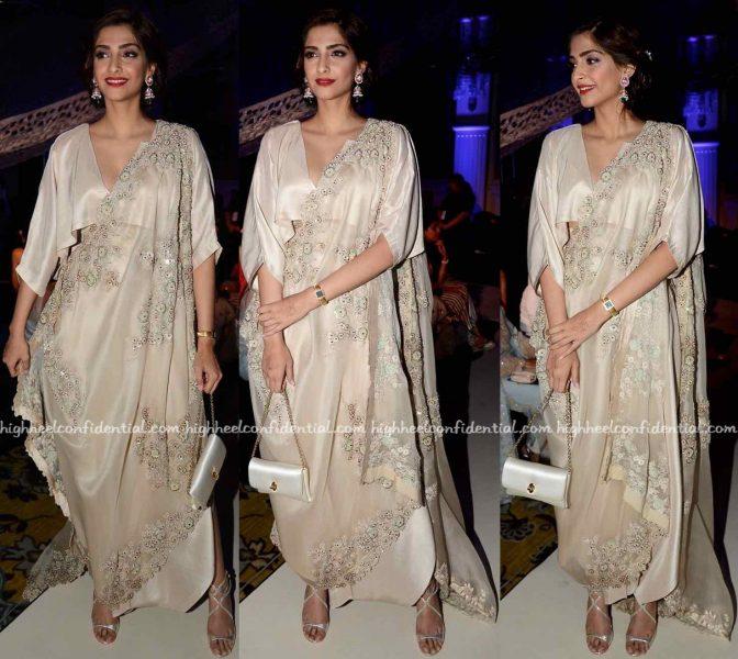 Sonam Kapoor At Anamika Khanna's Presentation At India Couture Week 2016-2