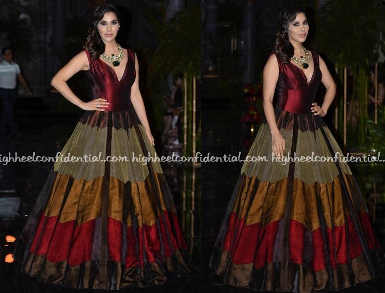 sophie-choudry-manish-malhotra-india-couture-week-2016