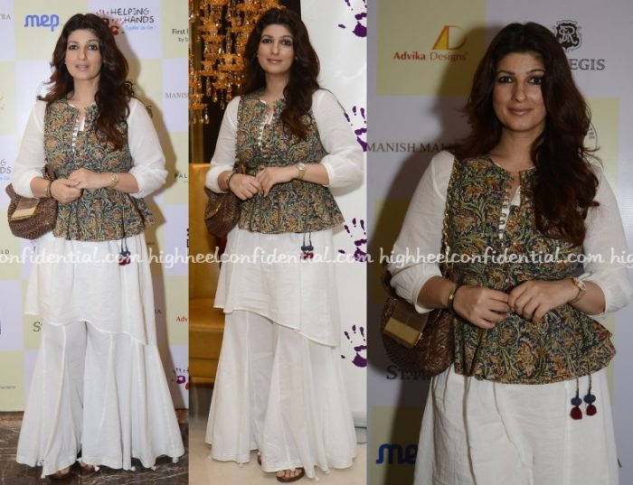 twinkle-khanna-helping-hands-exhibition