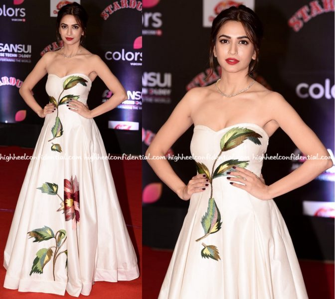 kriti-kharbanda-in-samant-chauhan-at-stardust-awards-2016-2