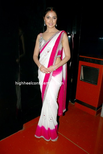 divya-pink_sari-1.jpg
