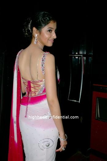divya-pink_sari-2.jpg