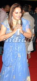 jaya-prada-south-filmfare-awards-1.jpg
