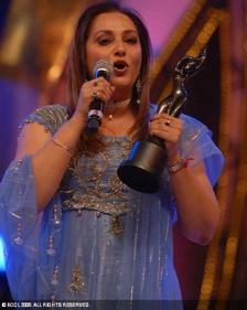 jaya-prada-south-filmfare-awards-3.jpg