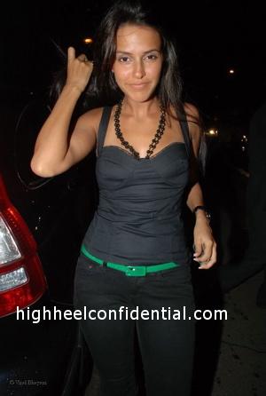 neha-dhupia-katrina-birthday-party-black-top1.jpg